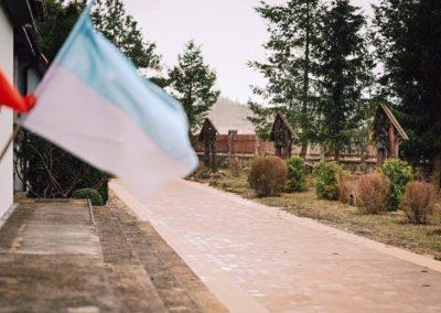 flaga przy Kościele MBNP w Skorzewie